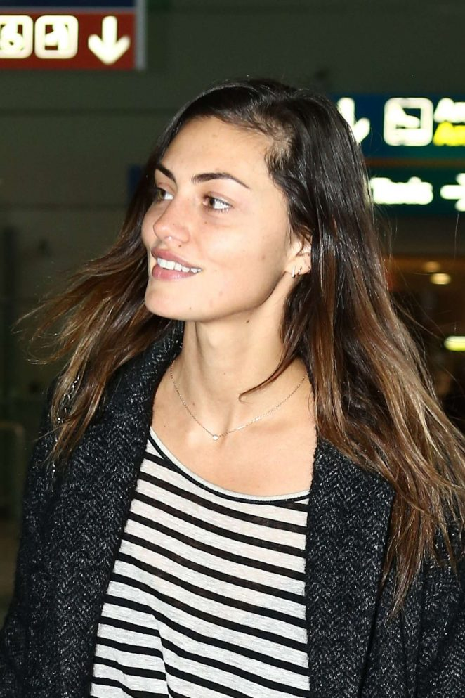 Phoebe Tonkin Arrives at Charles de Gaulle Airport in Paris
