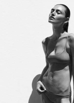 Phoebe Tonkin: Matte Swim -03