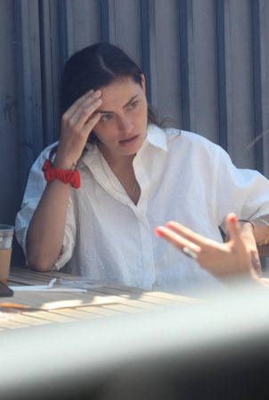 Phoebe Tonkin - Out for a lunch with friends in Beverly Hills
