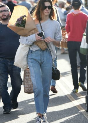 Phoebe Tonkin - Picks up flowers at the Farmers Market in LA