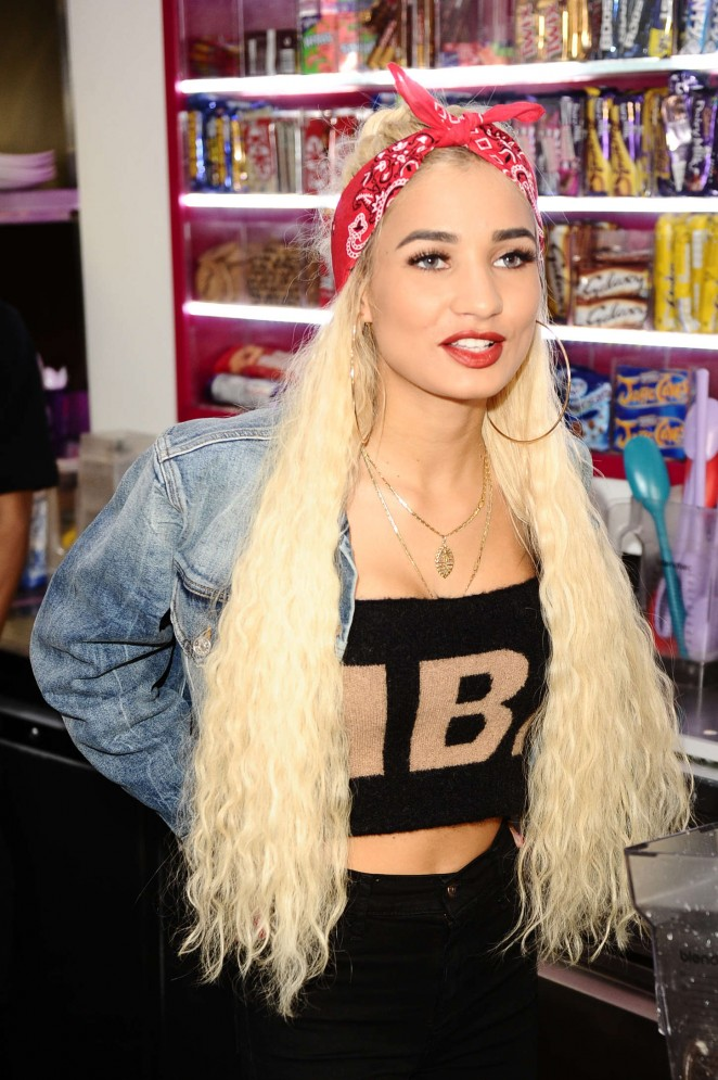 Pia Mia Perez - Archies Fast Food & Shakes in Manchester