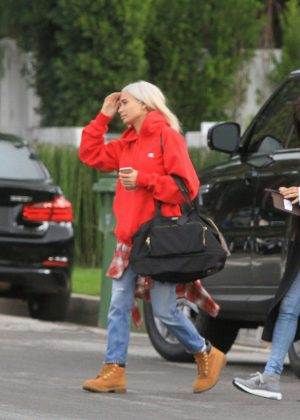 Pia Mia Perez - Arriving at a photo shoot in Los Angeles