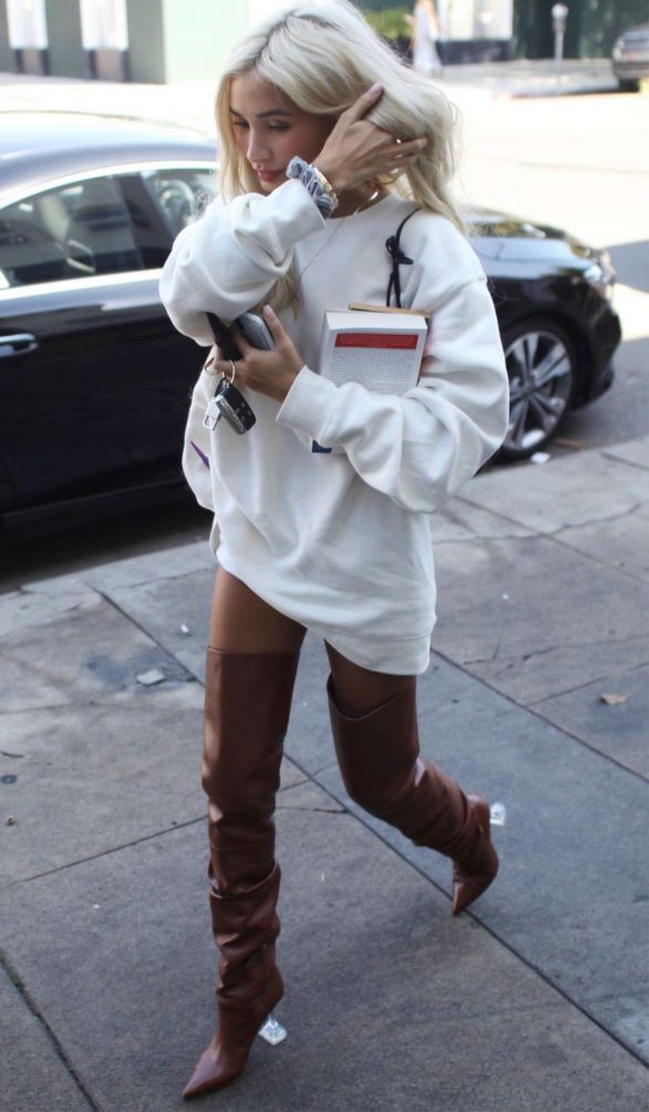 Pia Mia Perez - Shopping on Melrose Place in West Hollywood