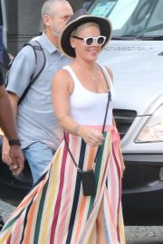Pink - Leaves her hotel at Belmond Copacabana Palace in Rio de Janeiro