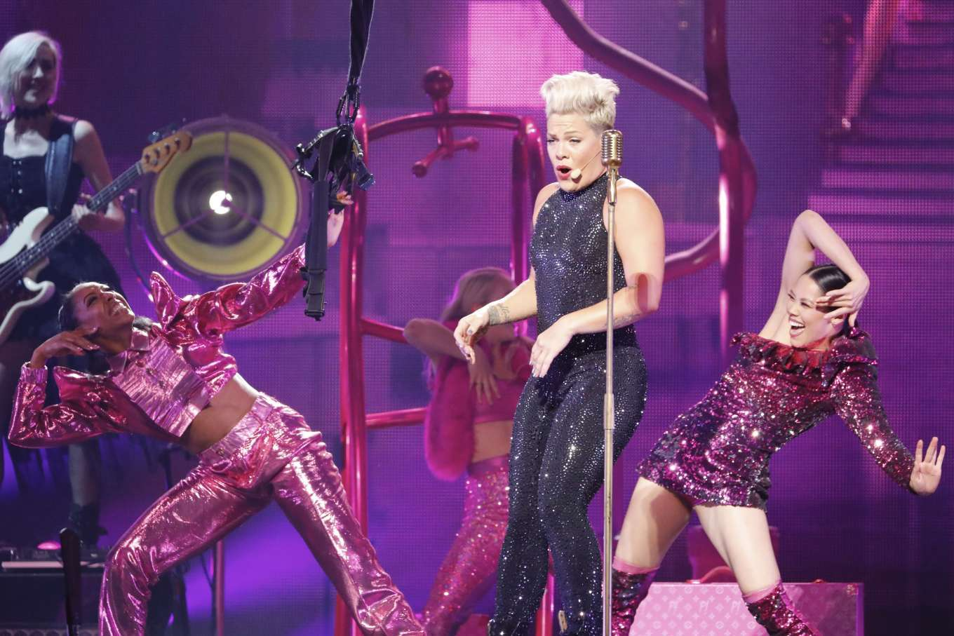 Pink - Performs on Her Beautiful Trauma World Tour in
