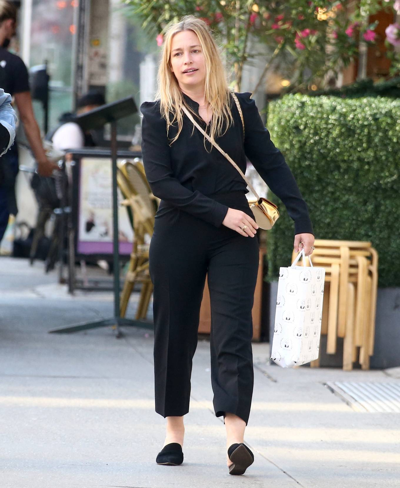 Piper Perabo - Out for lunch with her husband in Soho