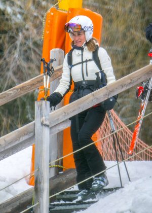 Pippa Middleton Hits the Ski Slopes with husband James Matthews in Switzerland