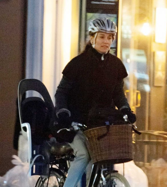 Pippa Middleton is spotted while out in London