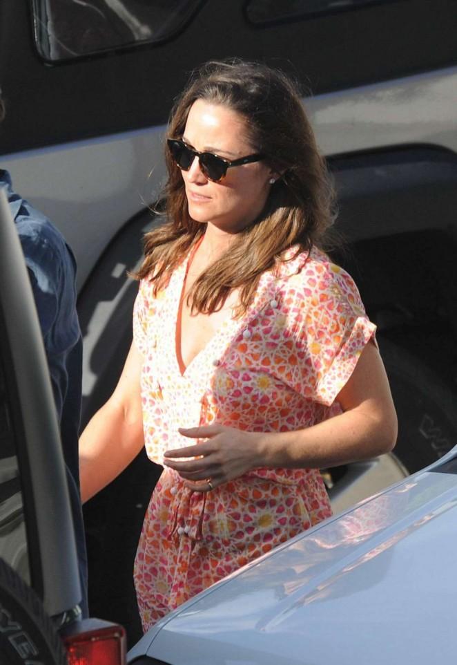 Pippa Middleton – Leaving Nikki Beach in St. Barts