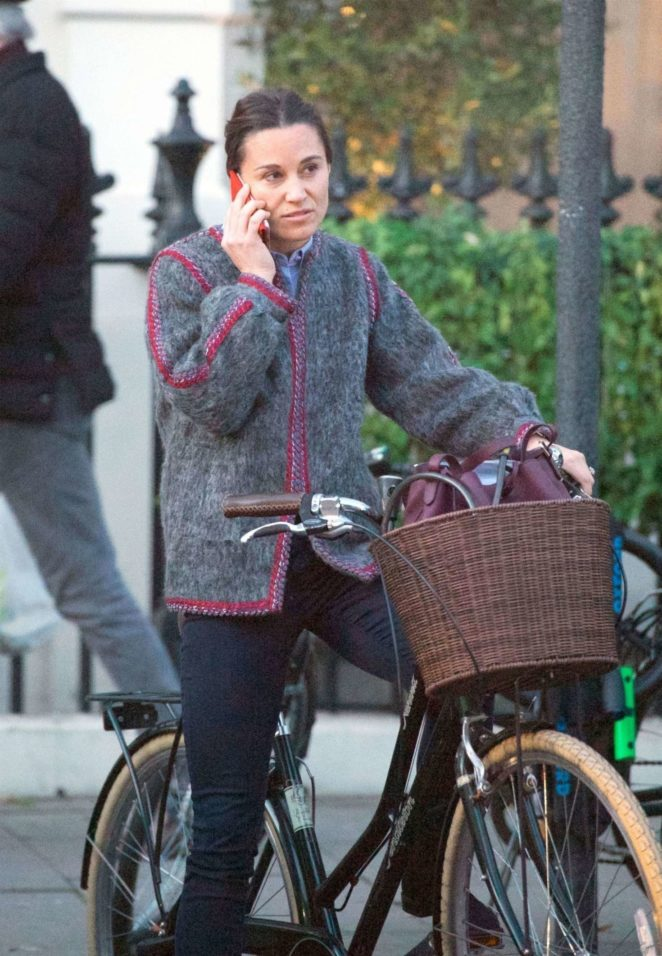 Pippa Middleton on her bike in Chelsea