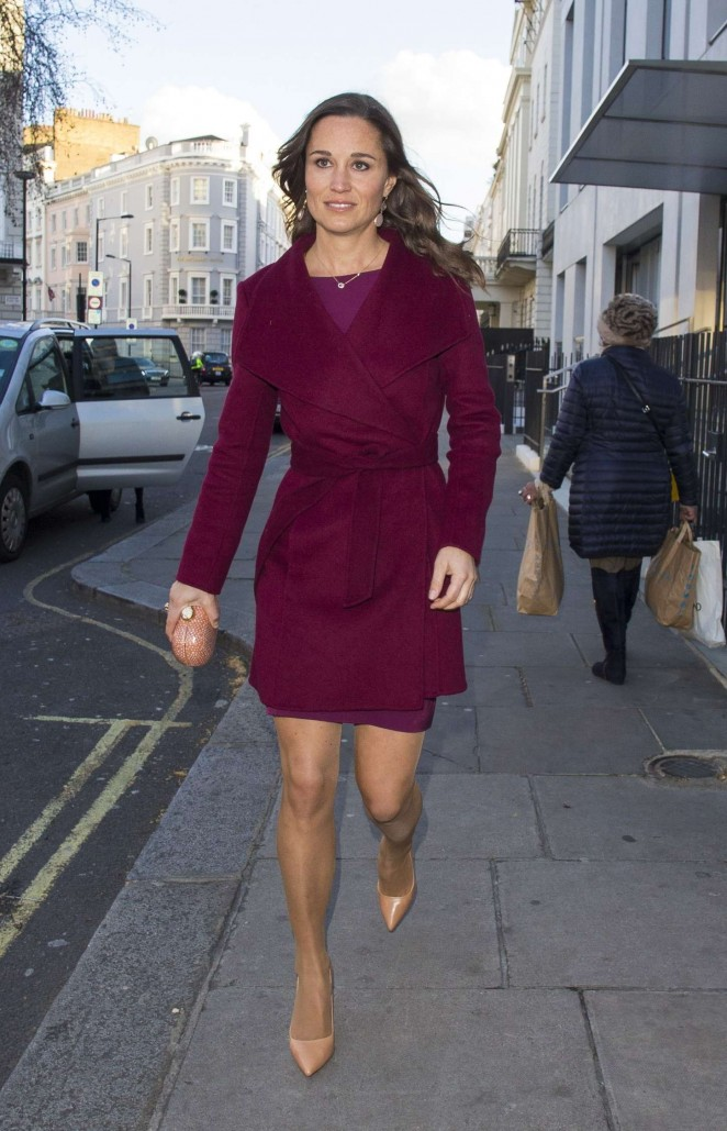 Pippa Middleton in Short Dress -04