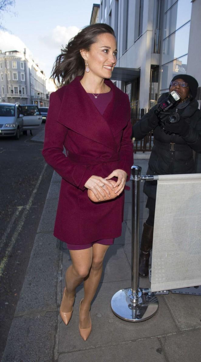 Pippa Middleton in Short Dress -08