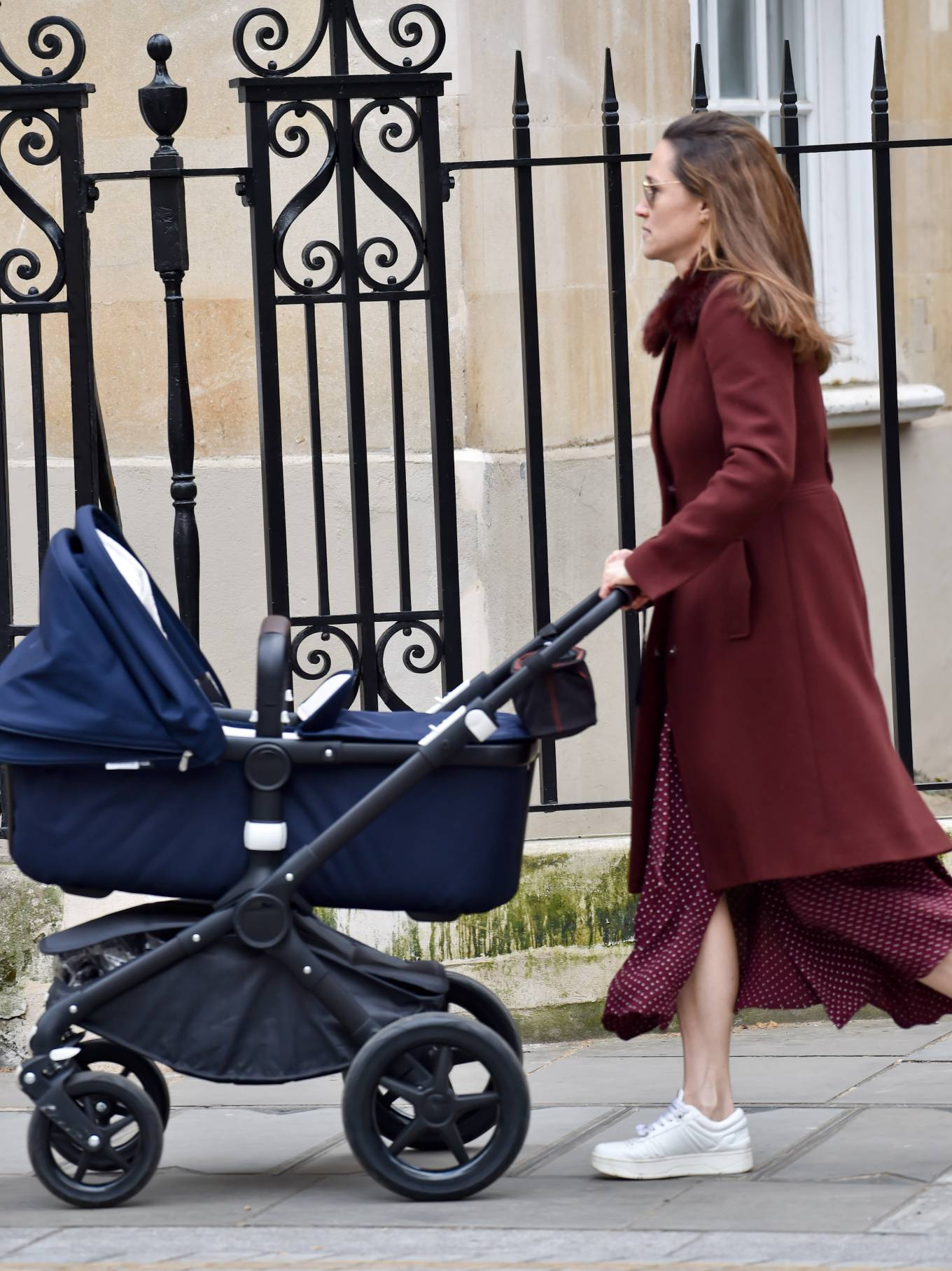 Pippa Middleton - Walking on the old Brompton road near earls court in London