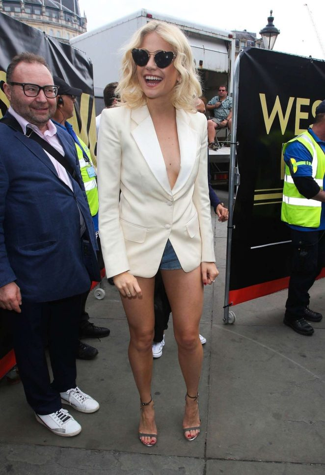Pixie Lott: Breakfast at Tiffanys Performance at West End Live -01