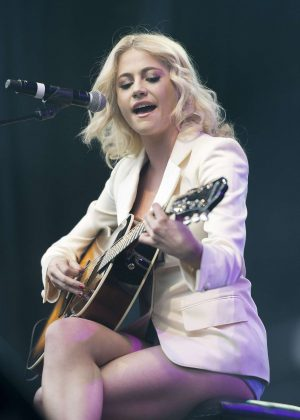 Pixie Lott - Breakfast at Tiffany's Performance at West End Live in London