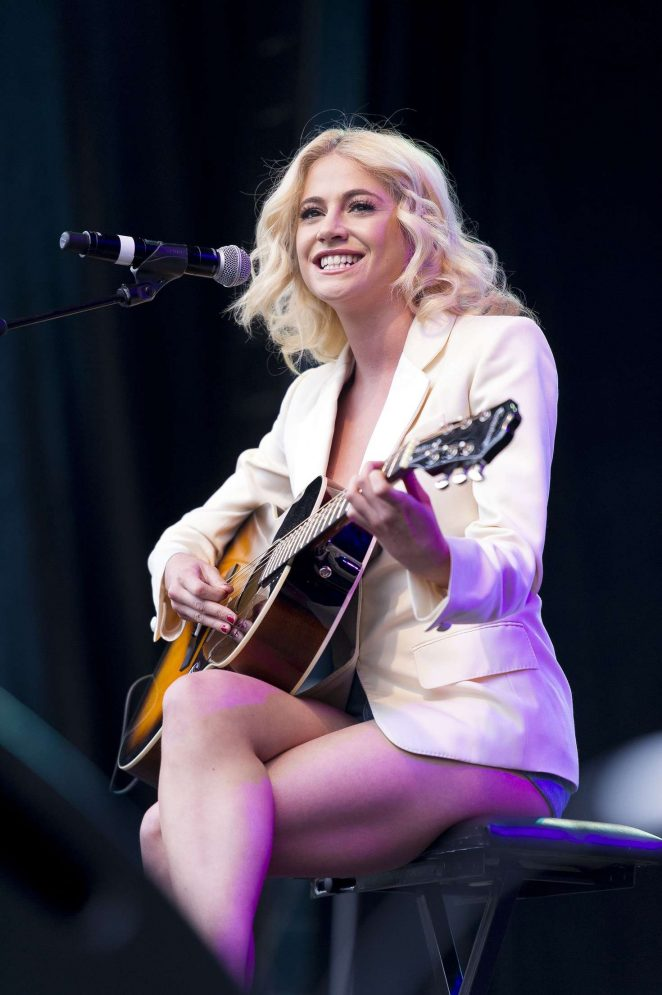 Pixie Lott: Breakfast at Tiffanys Performance at West End Live -13