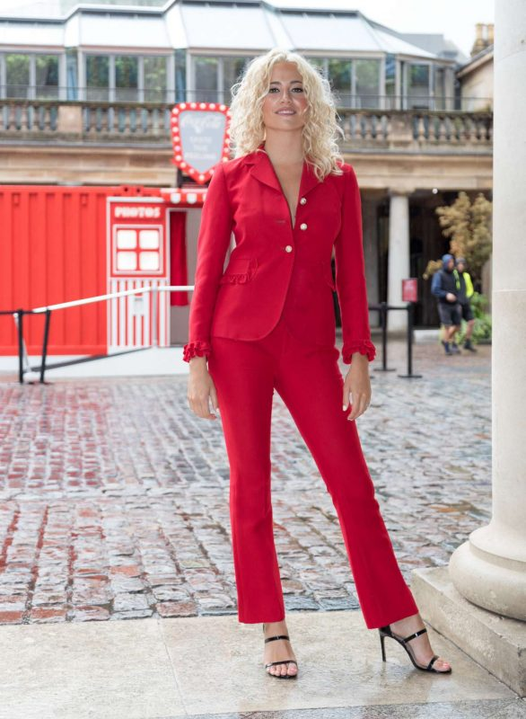 Pixie Lott - Coca-Cola's Ultimate Photo Booth in London