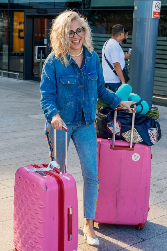 Pixie Lott in Denim - Arrives at Los Angeles International Airport