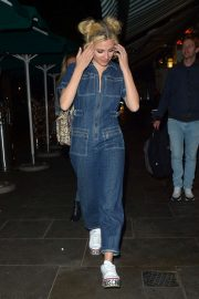 Pixie Lott - Leaving Harry's Bar in London