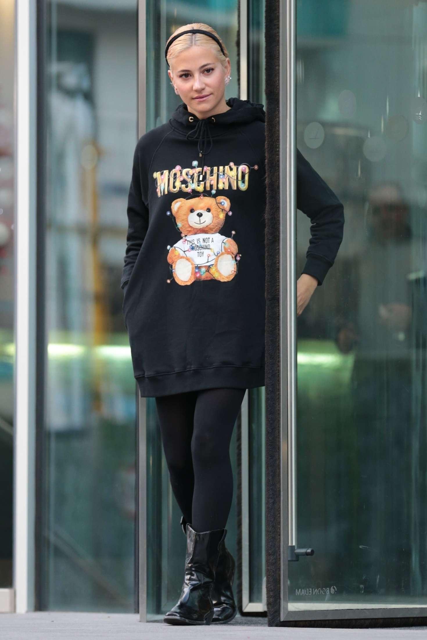 Pixie Lott 2018 : Pixie Lott: Leaving Hotel in Manchester -01