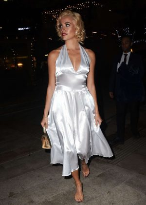 Pixie Lott - Pre Christmas Meal at Mrs Foggs in London