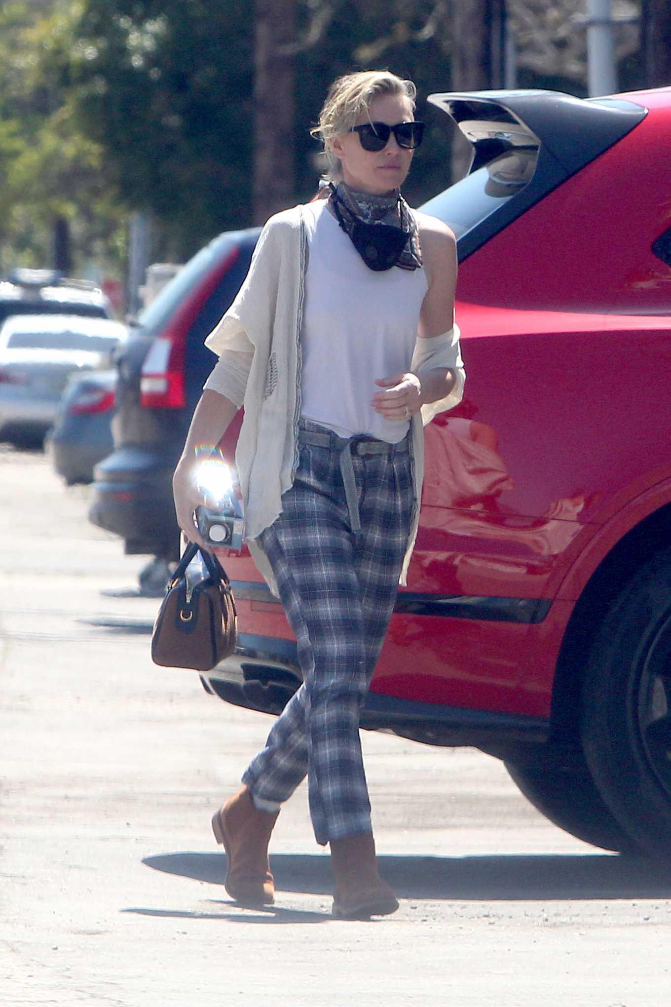 Portia de Rossi - Shopping at warehouse in LA