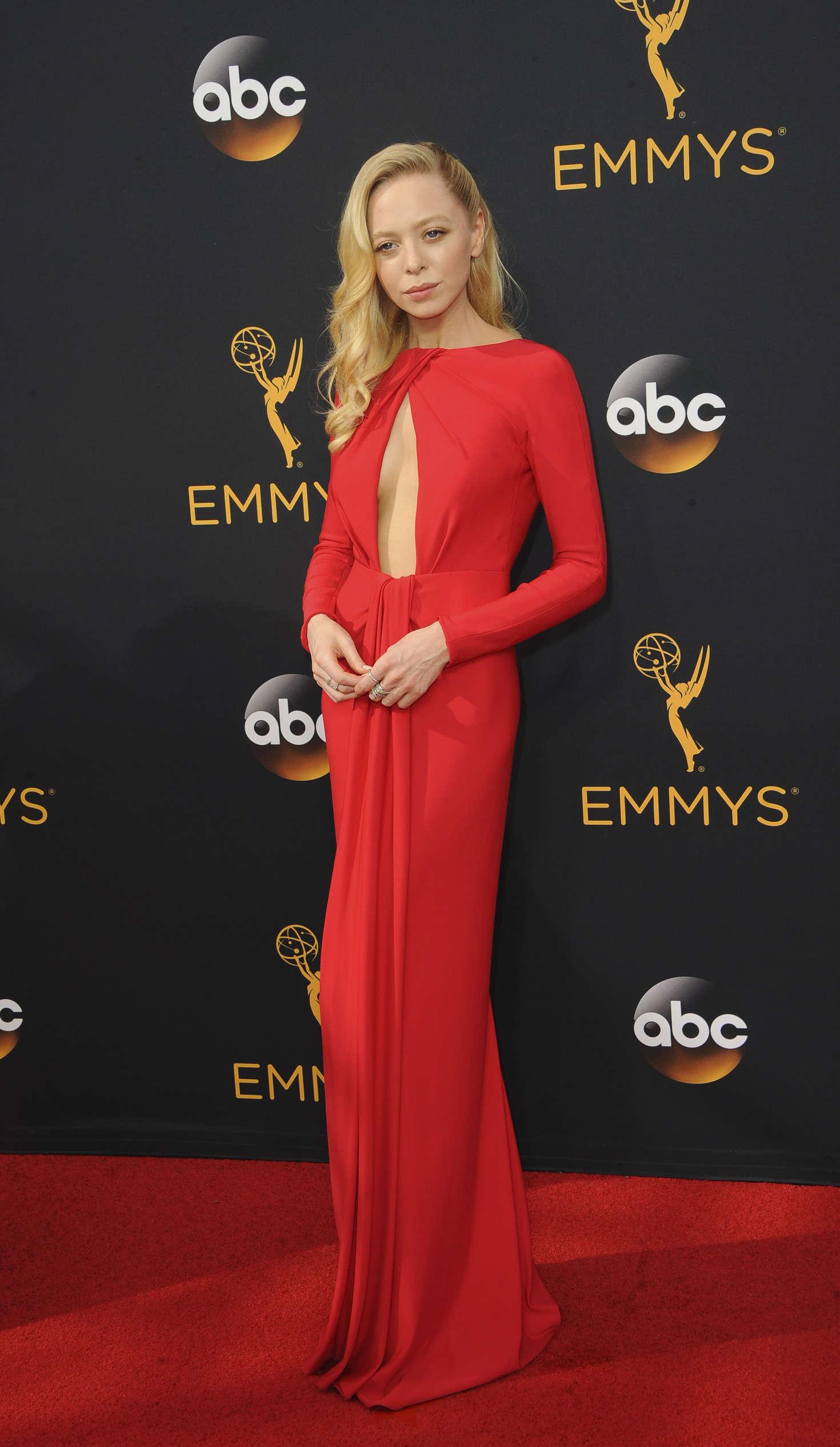 Portia Doubleday 2016 : Portia Doubleday: 2016 Emmy Awards -01