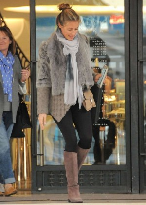 Pregnant Cat Deeley:Shopping in Beverly Hills-01