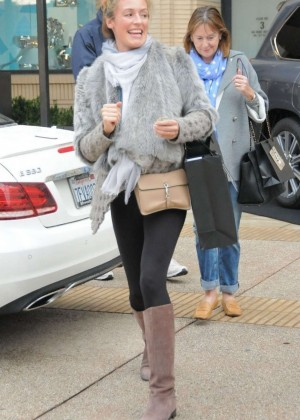 Pregnant Cat Deeley:Shopping in Beverly Hills-03