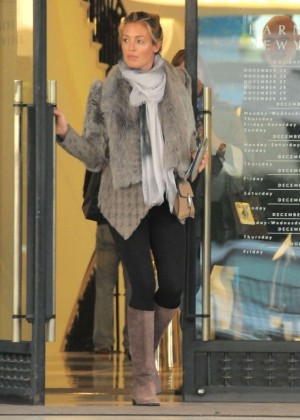 Pregnant Cat Deeley:Shopping in Beverly Hills-06