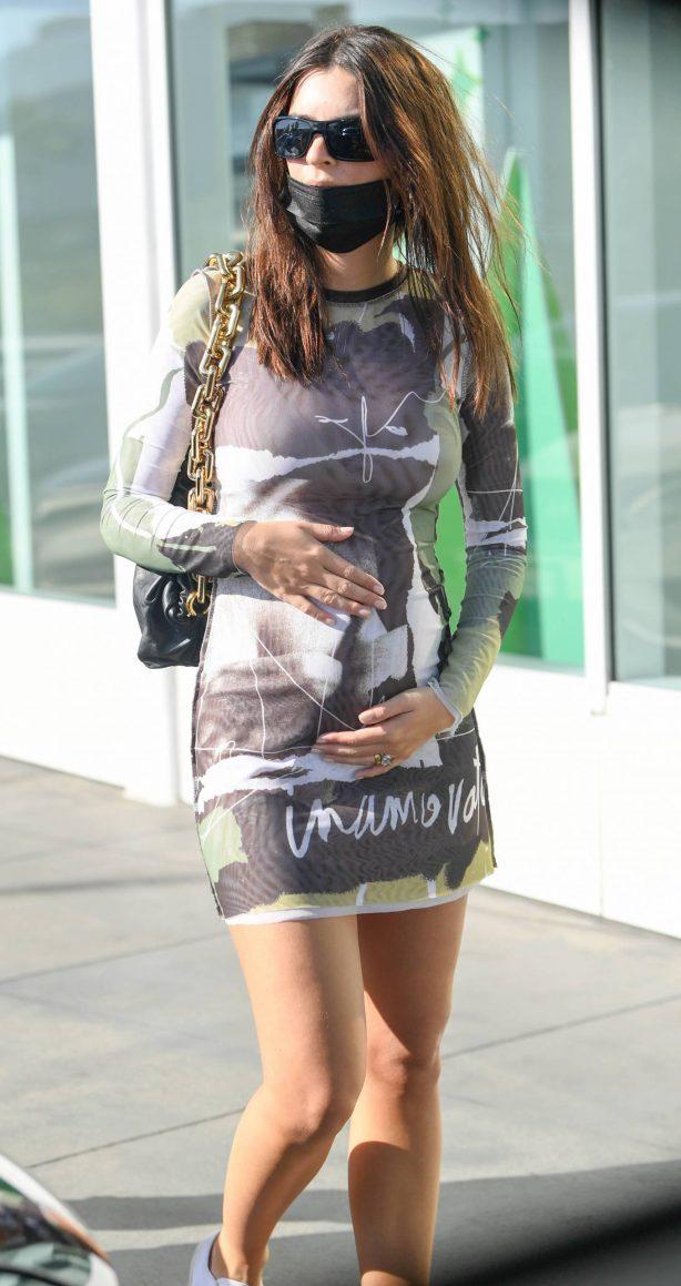 Pregnant Emily Ratajkowski - Shopping candids in Los Angeles