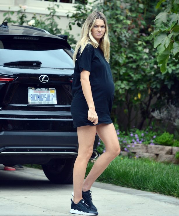 Pregnant Jessica Hart - Out in Los Angeles