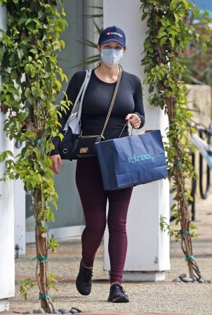 Pregnant Katharine McPhee - Shops with her dog Larry in Montecito