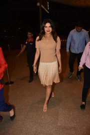 Priyanka Chopra - Heading to the Mumbai Airport