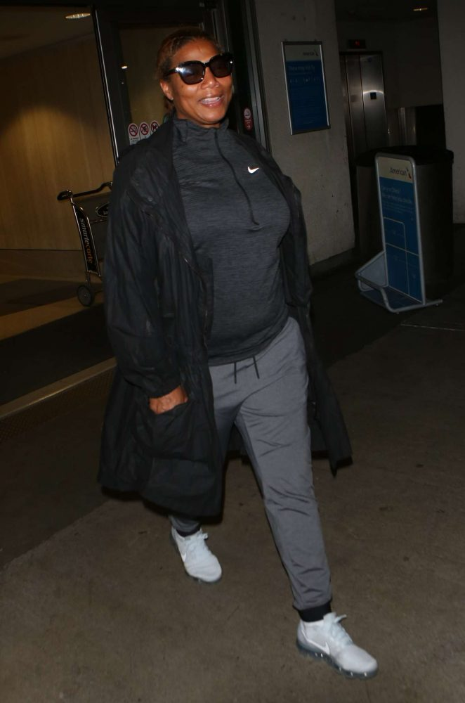 Queen Latifah Arrives at LAX Airport in Los Angeles
