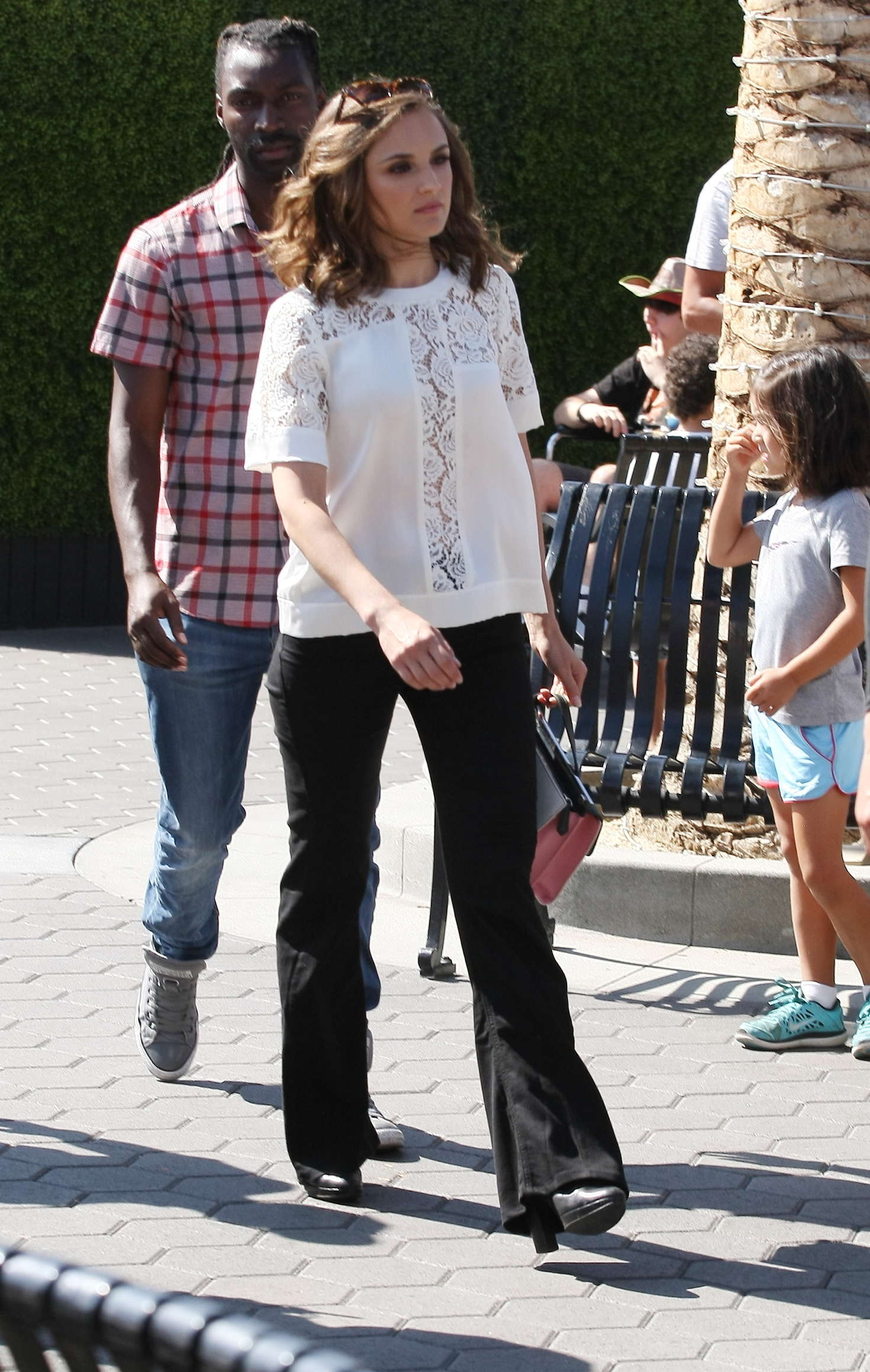 Rachael Leigh Cook 2016 : Rachael Leigh Cook visits Extra at Universal Studios -14