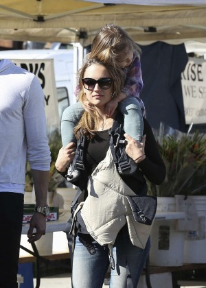 Rachael Leigh Cook with her kids at a farmers market in LA