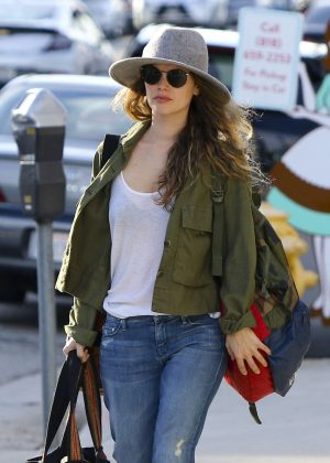 Rachel Bilson - Leaving Sherman Oaks in LA