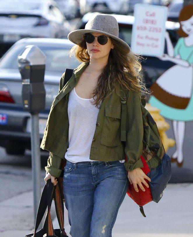Rachel Bilson - Leaving Sherman Oaks in LA