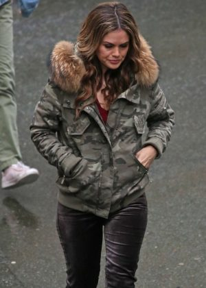 Rachel Bilson - Working on a cold day in Vancouver