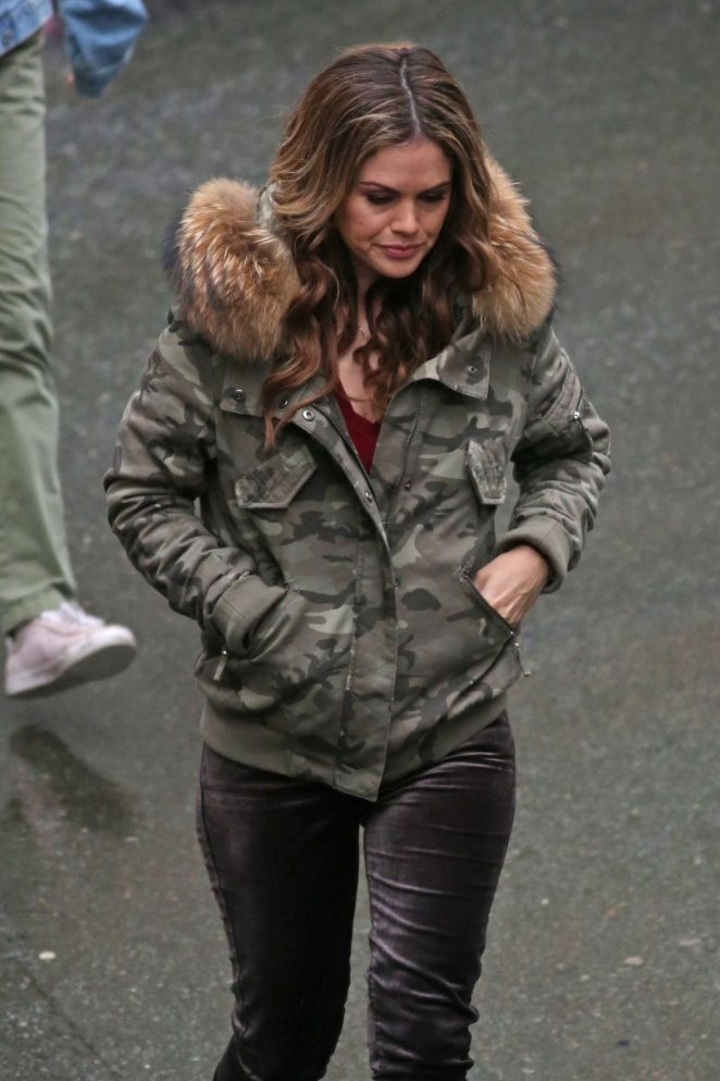 Rachel Bilson – Working on a cold day in Vancouver