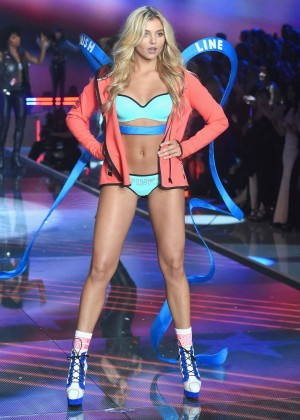 Rachel Hilbert - 2015 Victoria's Secret Fashion Show Runway in NYC