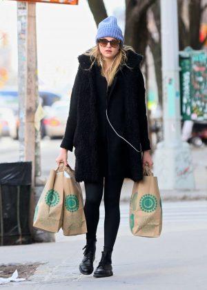Rachel Hilbert Out Shopping in New York