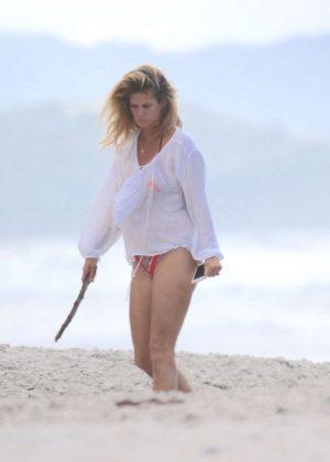 Rachel hunter in bikini on the beach in new zealand for Rachel s palm beach