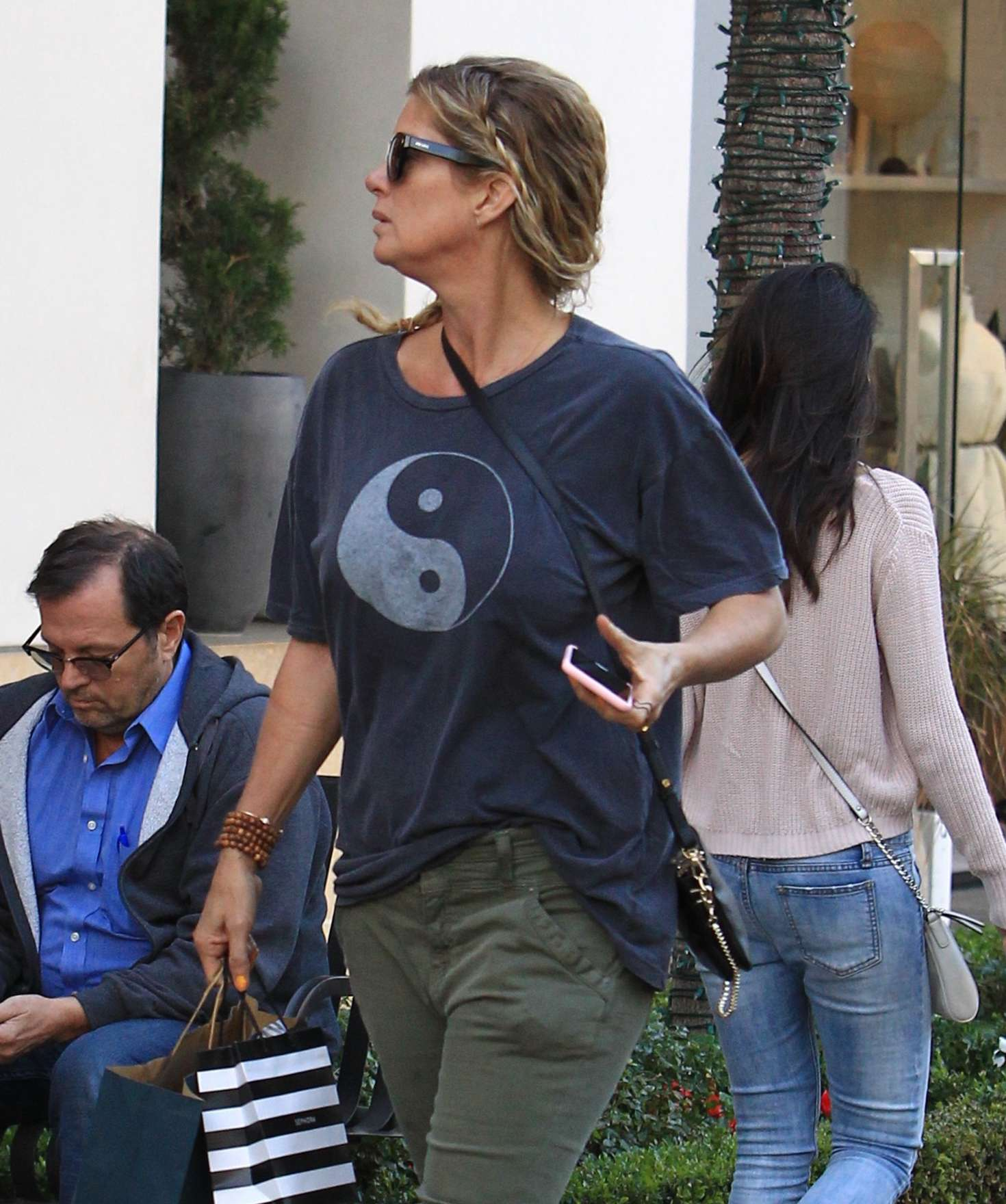 Rachel Hunter Shopping at the Grove in Los Angeles