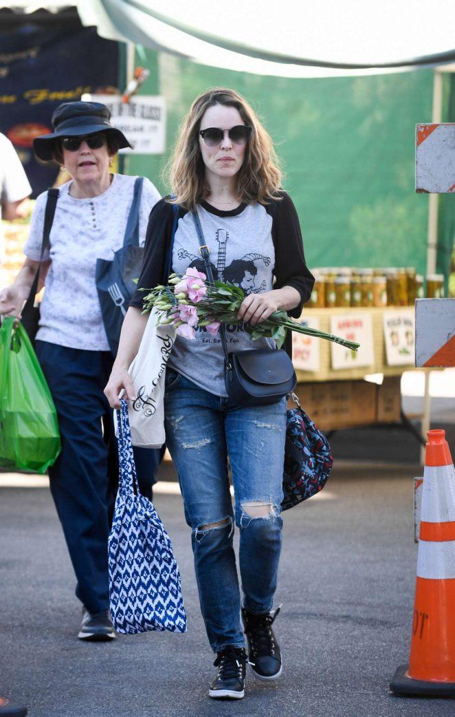 Rachel McAdams - Shopping at Farmers Market in Los Angeles
