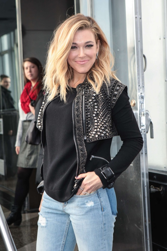 Rachel Platten - Promotes 'Wildfire' at The Empire State Building in New York