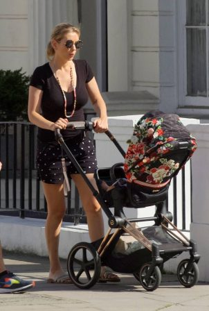 Rachel Riley - Out for a stroll in London