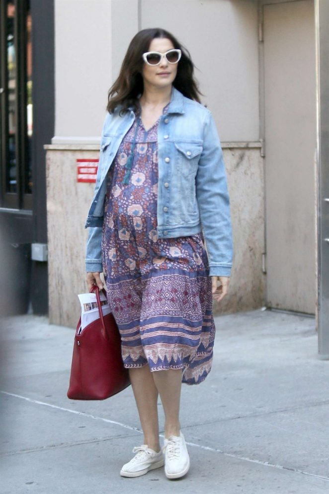 Rachel Weisz - Leaving her apartment in New York City