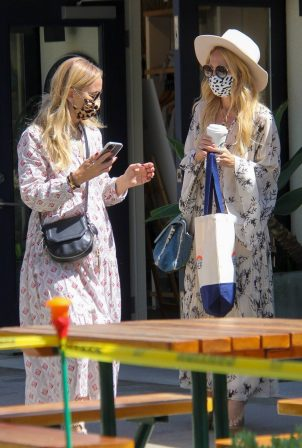 Rachel Zoe - Seen with a friend at the Malibu Country Mart